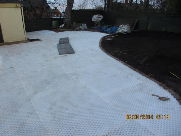 Gravel stabilisation system