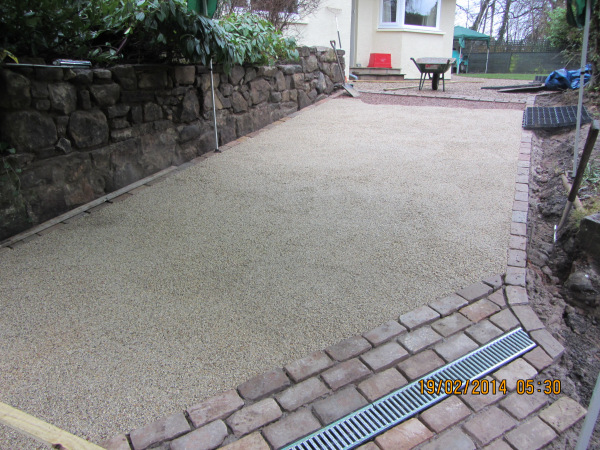 Resin bound stone surface of the sloped driveway