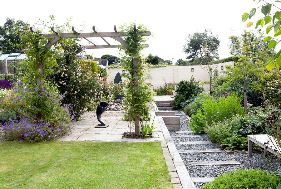 Garden Design - a multi roomed garden with contemporary sculpture